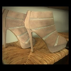Light pink/cream peep toe sexy booties